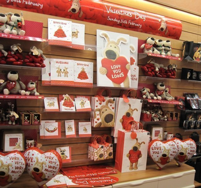 Valentines day windows 2010 Non Clothing Dept stores Ispira – Clintons Valentines Cards