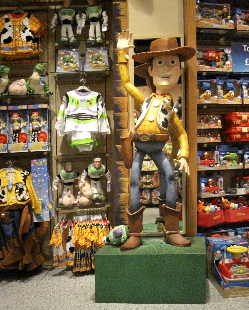 Disney Store Toys : The disney store ispira