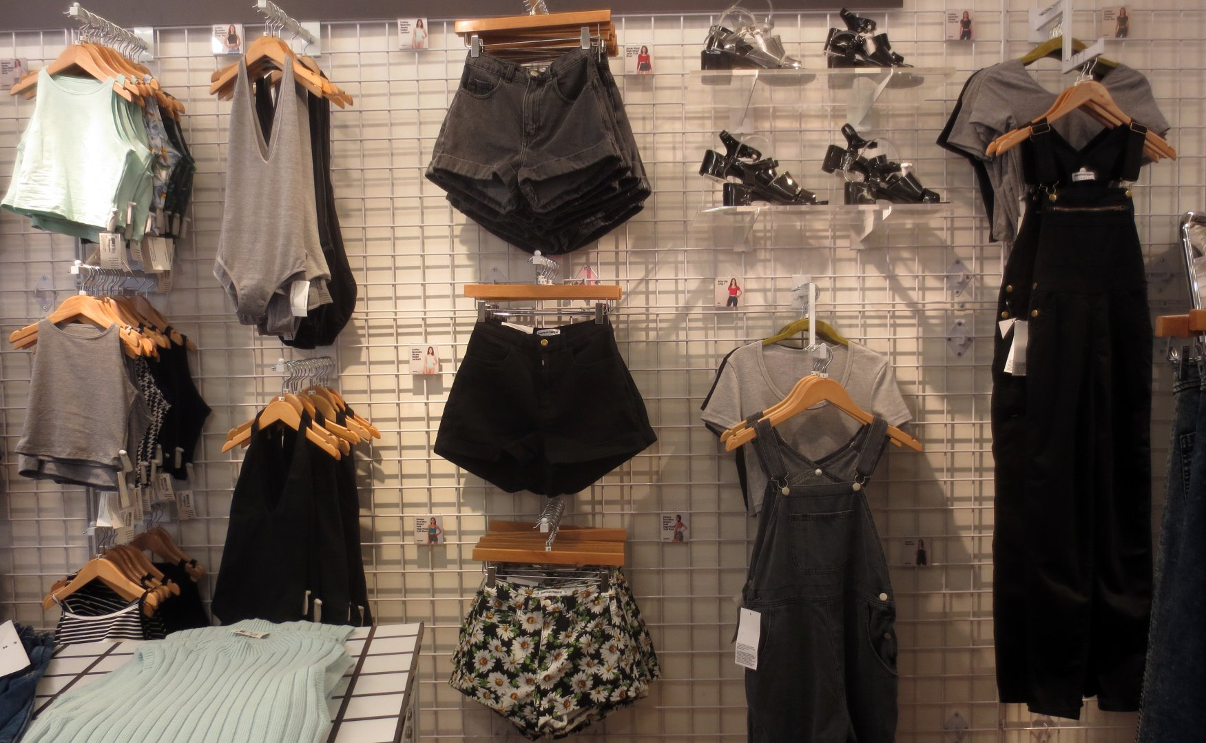 7afd8a370e2a ... American Apparel - summer 2015 collection in london covent garden   floral print four-way stretch twill high-waist cuff short