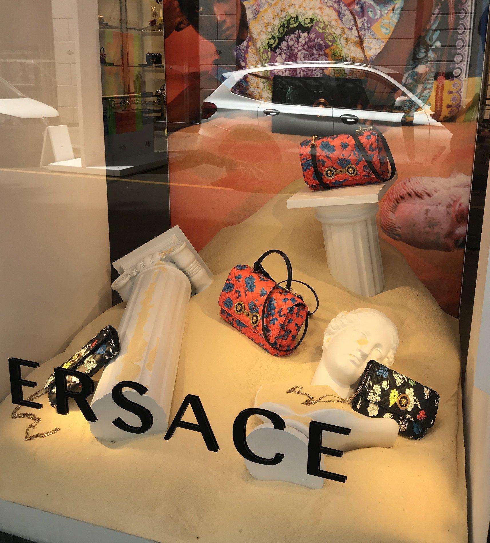 0e5db46d ... Versace ...